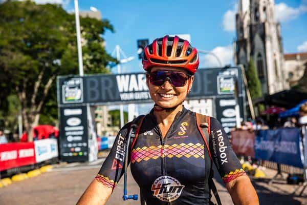 Sofia Subtil, felicidade pelo título na chegada (Wladimir Togumi Brasil Ride)
