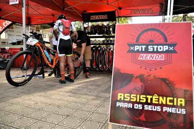 Oggi-Big-Biker-Cup-Itanhandu-Pit-Stop-Kenda-Placa-Largura-Máx-2400-Altura-Máx-1800