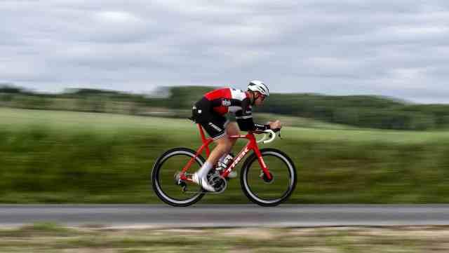 ciclista-profissional-em-acao-com-a-domane-2020