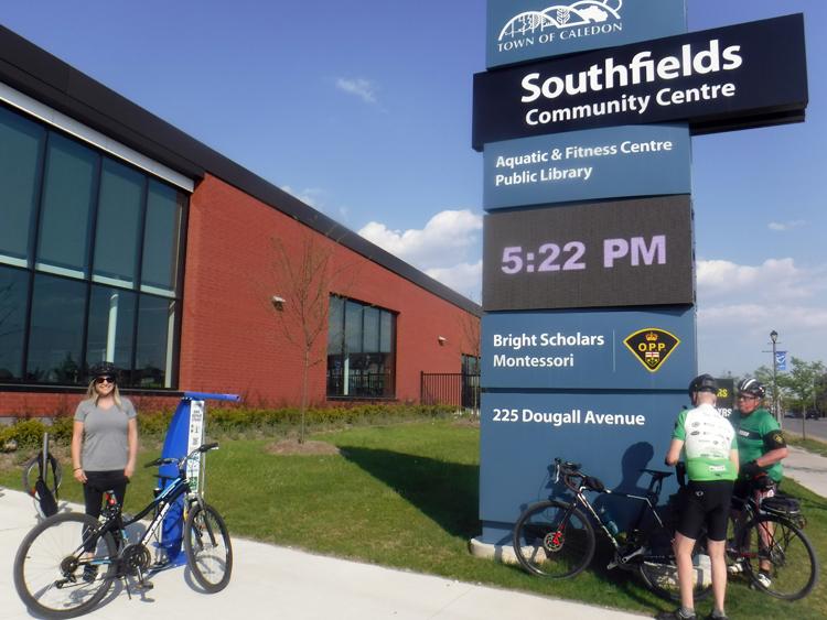 Southfields bike repair stand