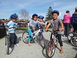 Friends that bike together