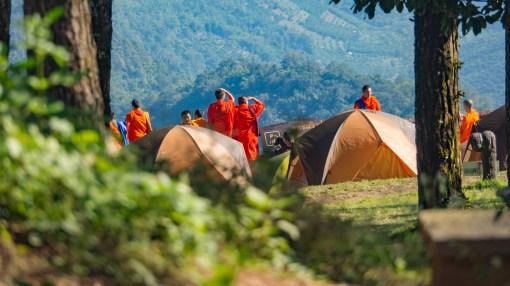 Mniši v kempu Doi Ang Khang