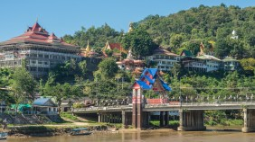 Wat Tha Ton and Kok River