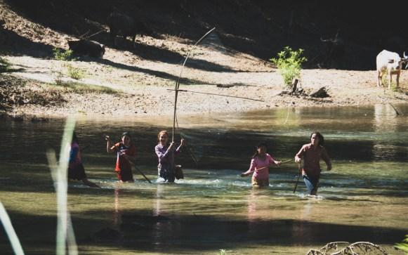 Tradiční způsob rybolovu v Laosu
