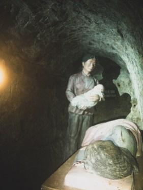 Tunely ve vesnici Vinh Moc