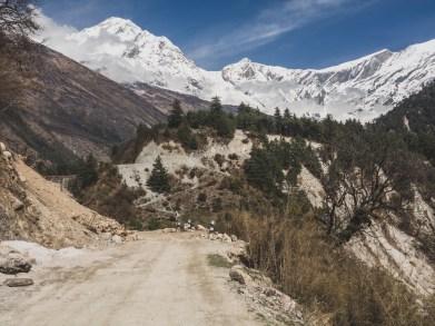 Výhledy v údolí Mustangu. Ghasa, Nepál