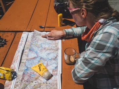 Dopolední čaj a čas na mapování. Kalopani, Nepál