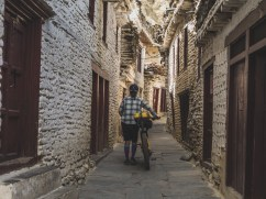 Ulice v Marphě. Marpha, Nepál