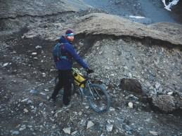Chlad a kamenná cesta. Muktinath, Nepál