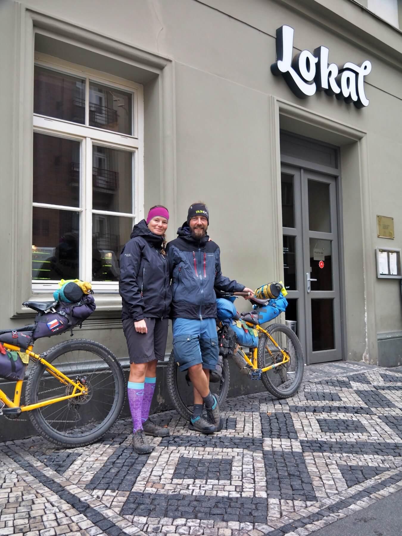 Praha a vyhlášená hospoda Lokál, kde jsme strávili pár pěkných chvil s kamarády.