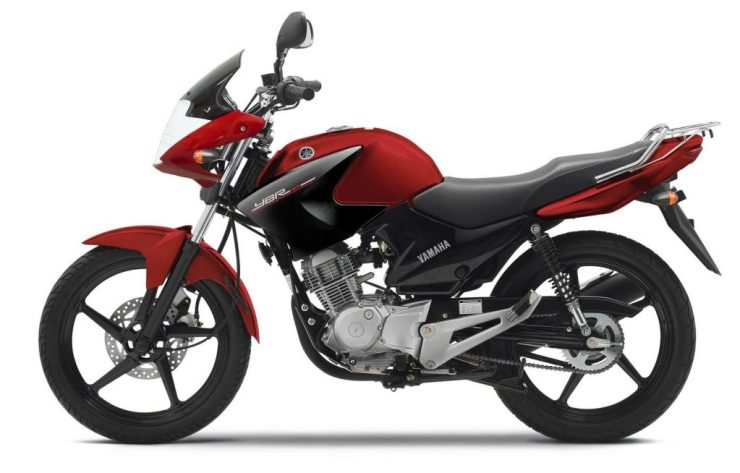 2014-Yamaha-YBR125-EU-Red-Spirit-Studio-006