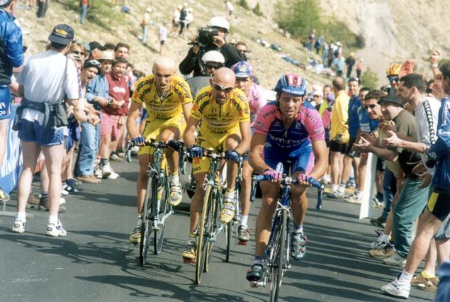 https://i2.wp.com/bikeraceinfo.com/images-all/giro-images/history/2000-Simoni-Pantani-Garzell.jpg