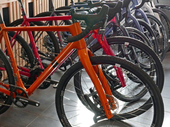 Lauf Grit SL carbon leaf spring 30mm lightweight gravel road bike suspension gravel fork color matched