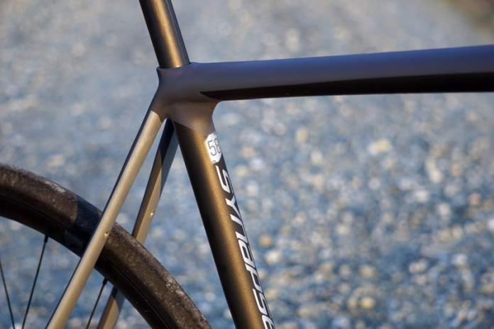 2018 Cannondale Synapse Carbon Disc brake endurance road bike review and tech details with sleek hidden seatpost bolt