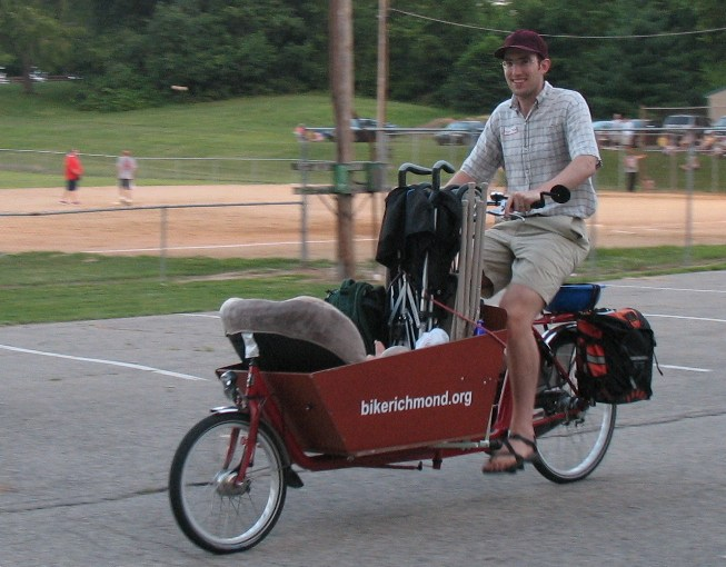 "bakfiets: ""It can haul groceries"""