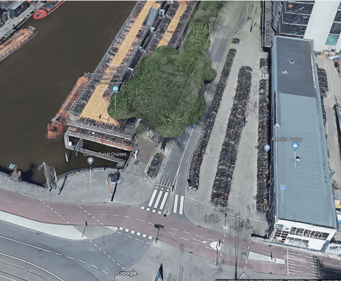 89b145e5d13 Bicycle parking and bike path near amsterdam central train station