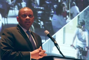 Real estate developers, USDOT Secretary Foxx to discuss walkable neighborhoods