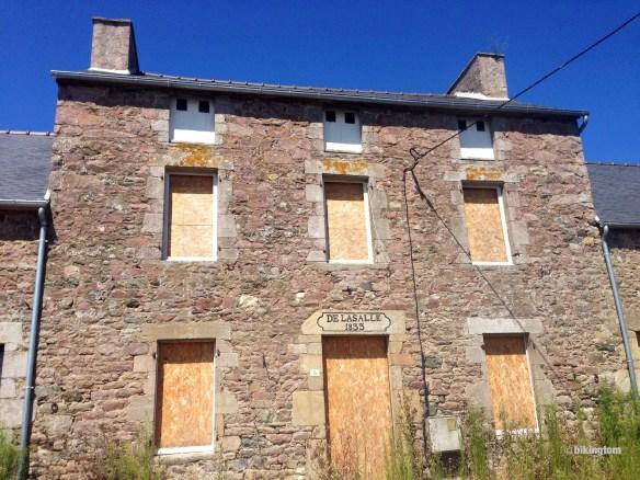 Das alte Häuschen wartet auf eine Renovierung