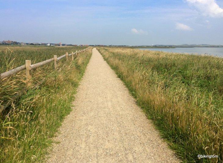 bikintom am nordseeküstenradweg bei Ferring Sø in Dänemark