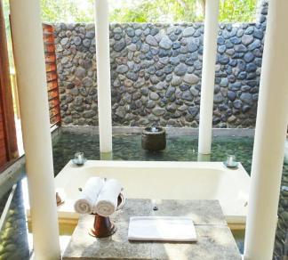 Valley Villa Outdoor Bathroom