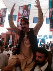 @Hamayunviews 2day Jiyalas excitement was electric Pukhtoon Sindhi & Baloch Jiyalas were waving the flag & chanting #JiyeBhutto1