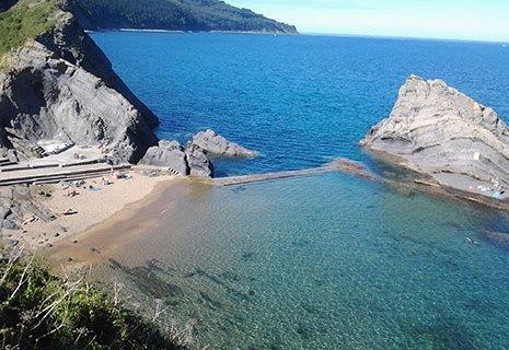 La playa Aritzatxu contará este verano con un nuevo puesto de salvamento y baños