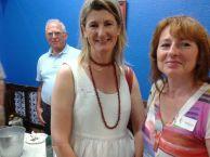 Susi con Nekane (nueva greeter), al fondo José Mª