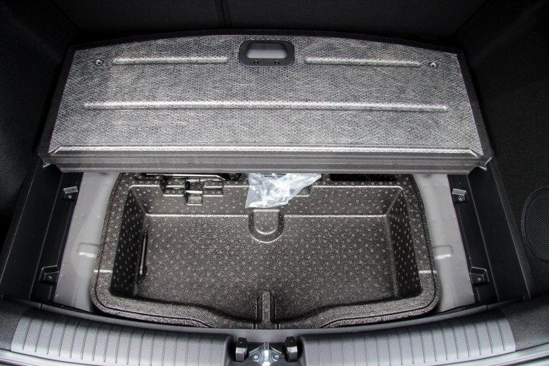 Ny_KIA_Ceed_Hatchback21