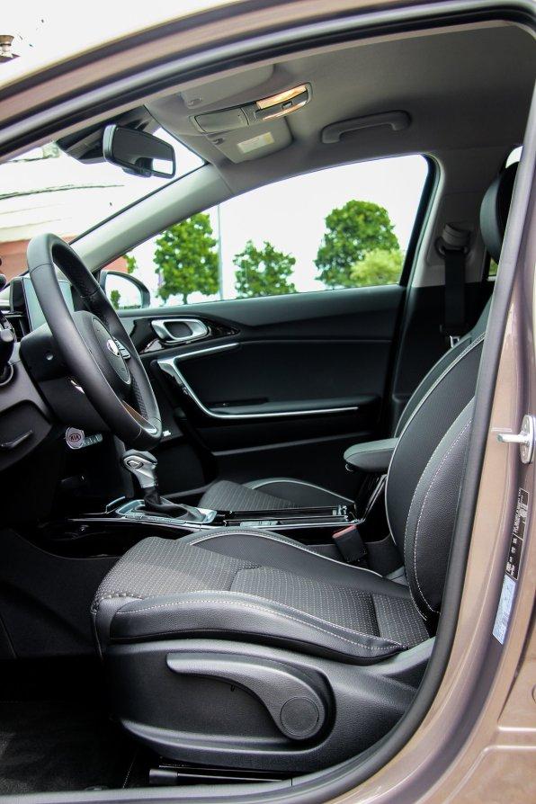 Ny_KIA_Ceed_Hatchback6