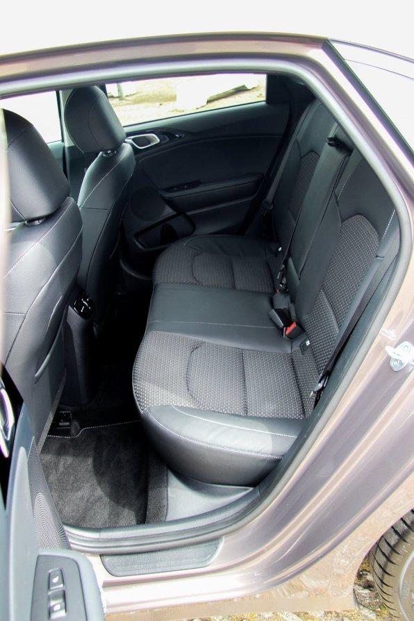 Ny_KIA_Ceed_Hatchback7