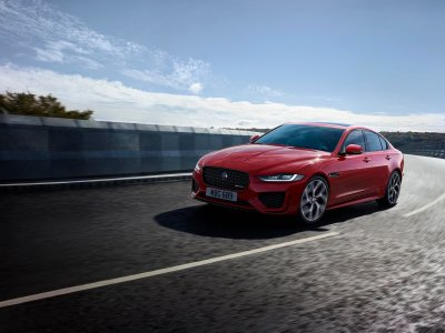 Jaguar XE i bevægelse