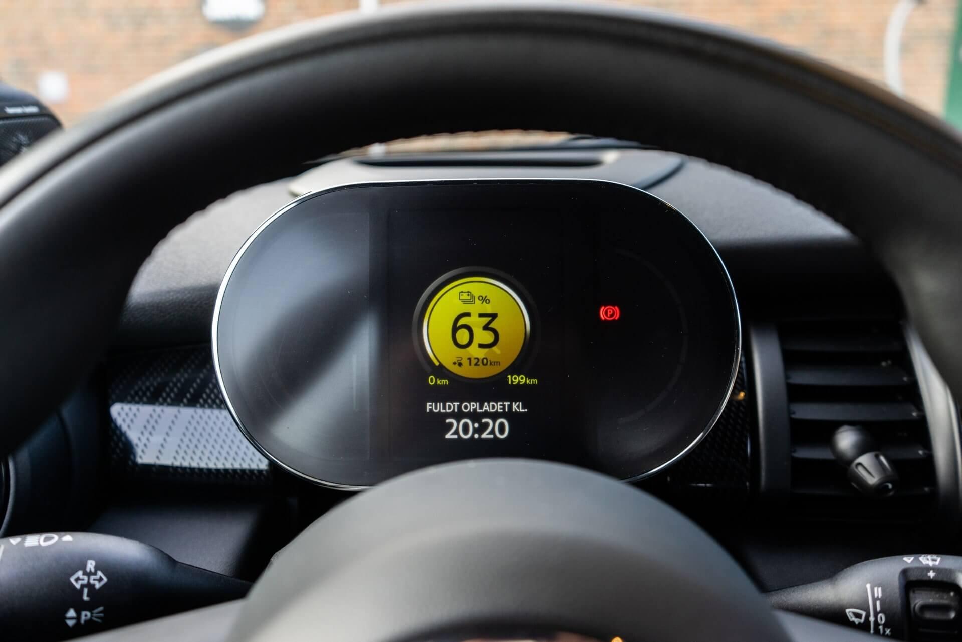 MINI Cooper SE digitalt instrumentbræt