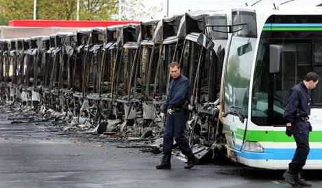 Trappes_Burnt_Buses_2005