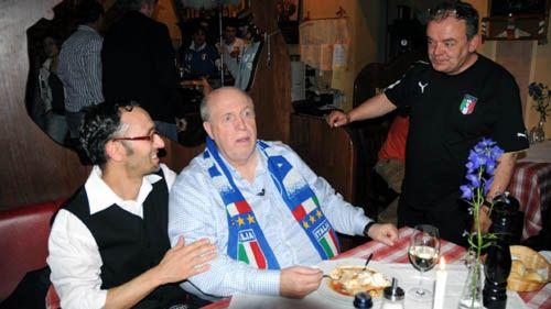 Rainer Calmund mit seinen italienischen Fans
