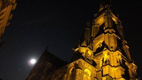 Martin-Luther-Kirche mit Mond.