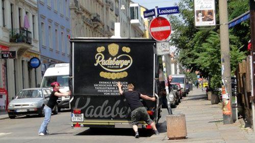 Der erste Bierwagen steht wie in jedem Jahr vorm Espitas.
