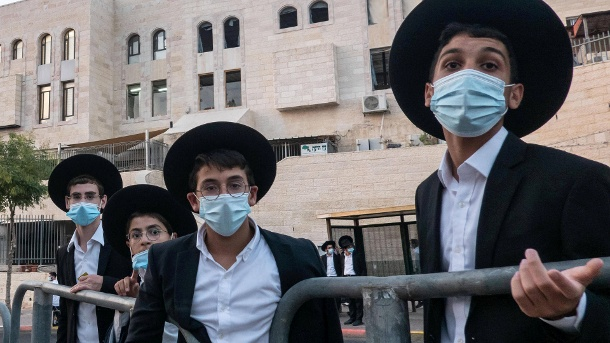 Ultra-Orthodox in Jerusalem: The devout Jews are particularly affected by the Corona crisis in Israel.  (Source: imago images / ZUMA Wire)
