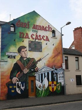Auch in der nordirischen Hauptstadt Belfast erinnern zahlreiche der berühmten Mauergemälde an den Osteraufstand von 1916.