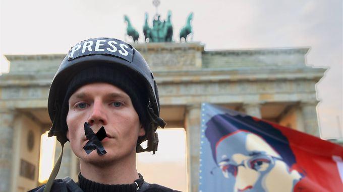 Demonstranten protestierten in Berlin gegen eine verstärkte staatliche Überwachung.