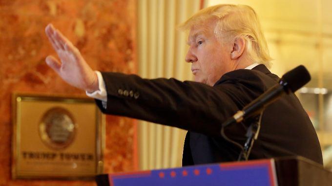 Er ist nur noch zwei Schritte vom Weißen Haus entfernt: Donald Trump.