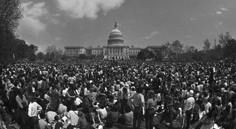 ... auch daheim in den USA stößt der Vietnamkrieg zunehmend auf Protest.