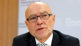Udo di Fabio stellt Merkels Politik ein schlechtes Zeugnis aus.