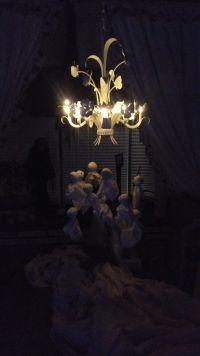 Der Kronleuchter im Wohnzimmer