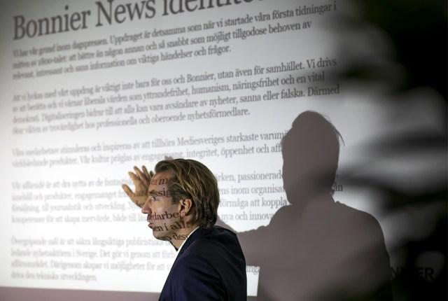 Anders Eriksson, vd Bonnier News berättar för Mittmedias anställda i Östersund om Bonniers långa tradition av att ge ut tidningar.