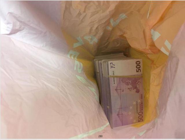 Bild ur polisen förundersökningsprotokoll på pengarna som togs i beslag i razzian i november 2017. Foto: Polisen
