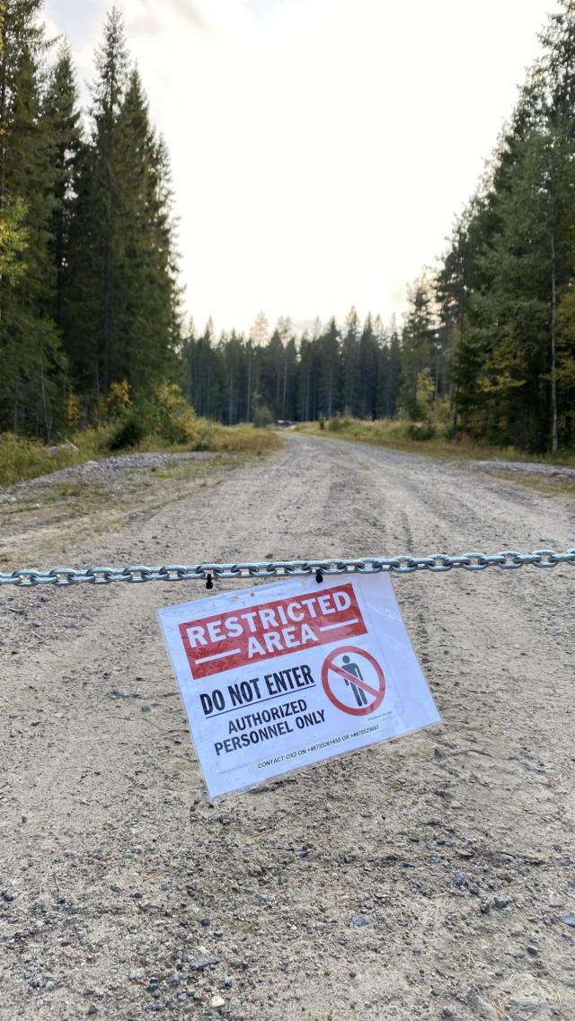 Vägarna in i vindkraftparkerna är fortfarande avstängda. Men Nordanåvägen – mellan Åmot och Lingbo – kommer nu att öppnas permanent. Foto: Christer Lindh/läsarbild.