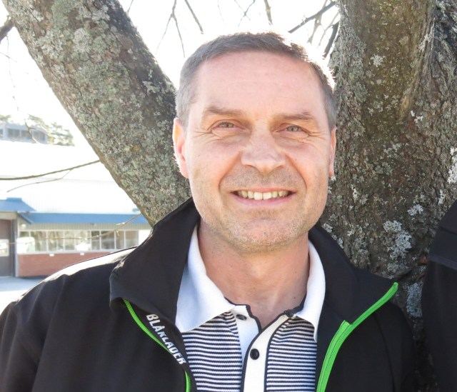 Urban Öhman, Prenova, har ett 15-tal anställda på plats på bygget. Om han inte får betalt senast måndag kallar han hem sin personal.