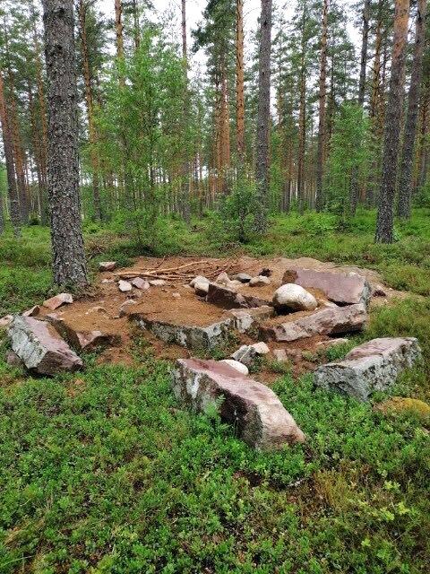 Förutom att ha plockat isär fundamentet är det ockås grävt där det stod.