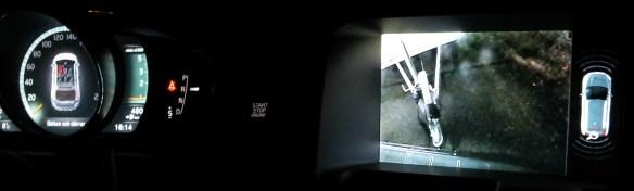 Instrumentpanel med backkameran inzoomad på tillkopplad släpvagn.