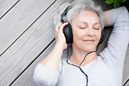 Autogenes Training ist auch bequem per Kopfhörer möglich.